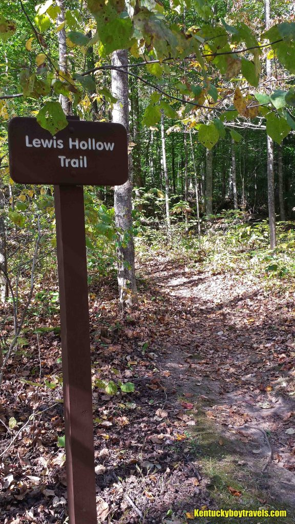 lewis-hollow-trail-sign-10-15-16