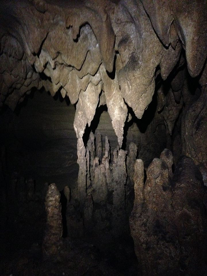 speleothems-above-the-platform-in-farmers-overlook-cave-11-27-16